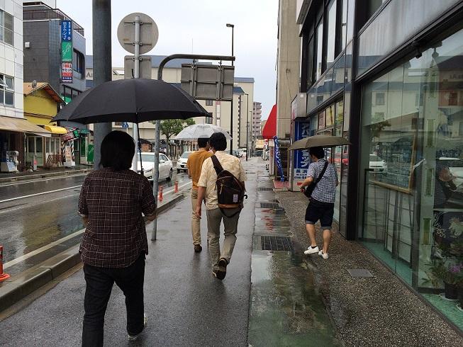 20140713_雨の中歩く.jpg