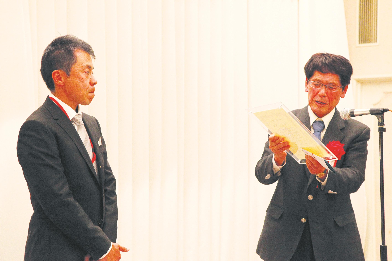 【森田様表彰】171217-大学院20記念パ-ティ-0111.JPG